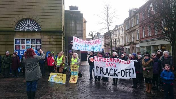 -cumbernauld says frack off-fracking-jan 2016-Daniel Quinlan pic