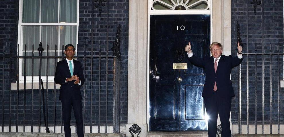 Boris Johnson and Rishi Sunak clap forNHS